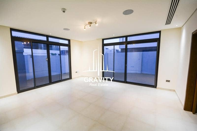 2 Ideal for investment 4BR villa in prime location
