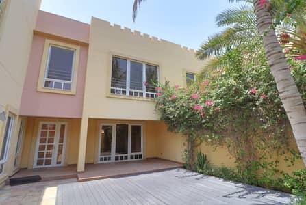 فیلا 5 غرف نوم للايجار في جميرا، دبي - Compound villa with private garden and shared pool