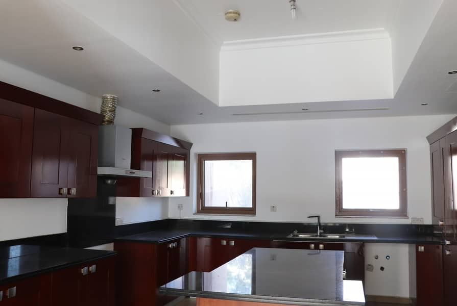 10 PERFECTLY DESIGNED | 5 BEDROOM VILLA | FOR SALE