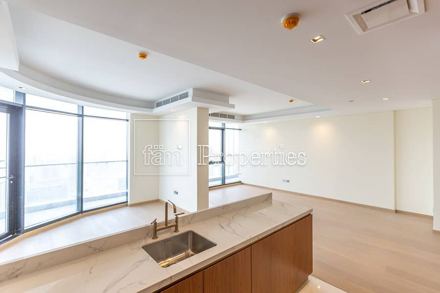 2 Large 1 bedroom apartment in business
