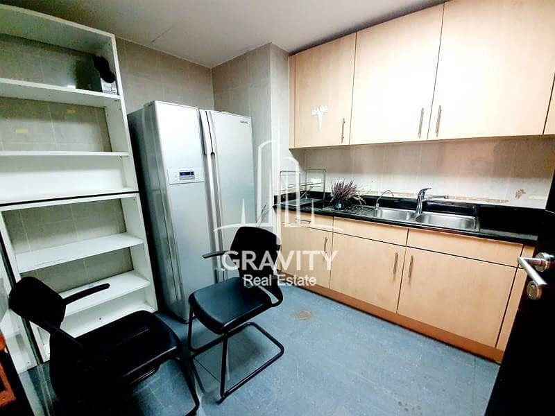 9 HOTTEST DEAL   VACANT   SPACIOUS FITTED OFFICE