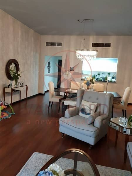 Upgraded 2 Bed + Maid with Full Lake View in Green Lakes S2