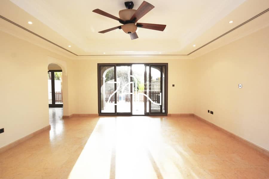 2 Live in Luxury! Large 4 BR Townhouse in Lovely Location