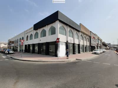معرض تجاري  للايجار في الخبيصي، دبي - Special Offer! Spacious Showroom For Rent at Al Ittihad Main Road