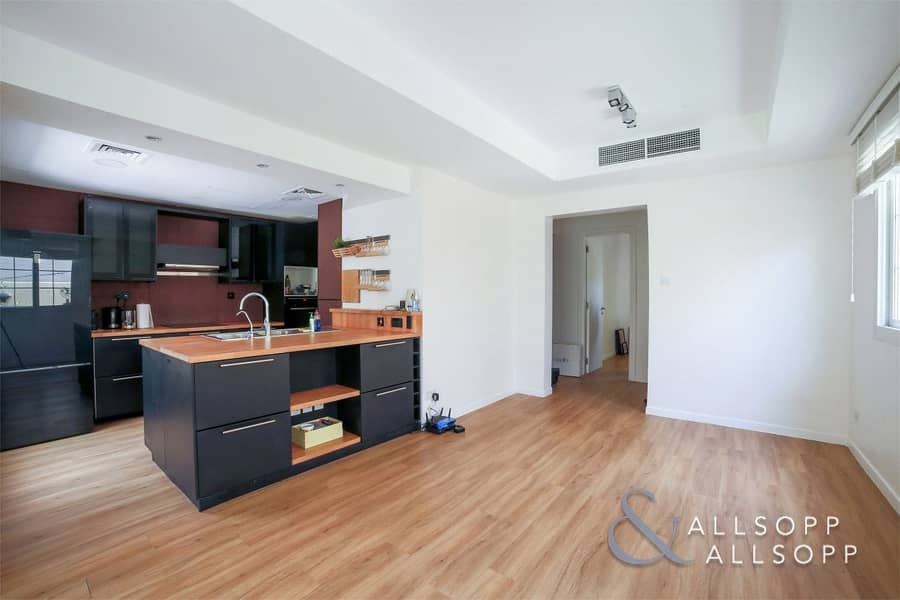 2 Exclusive   2 Bed Upgraded   Opposite Pool