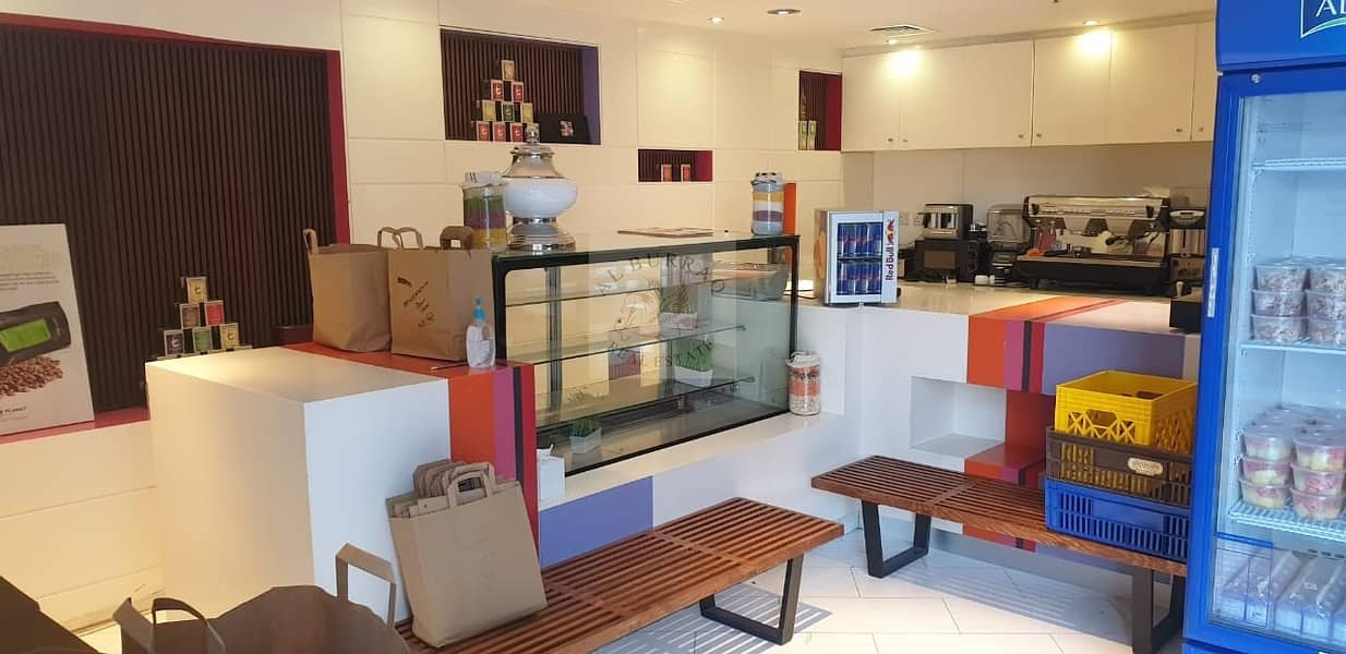 11 Ready working Shop in Hotel Lobby with equipment for rent