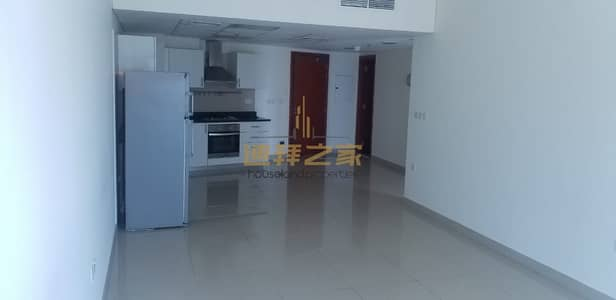 Huge and Spacious 1BHK with Balcony Near to Metro