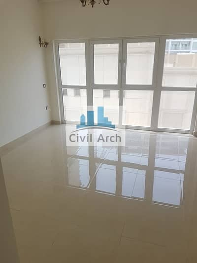 FULLY EQUIPPED KITCHEN !! BRIGHT 2BR WITH BALCONY