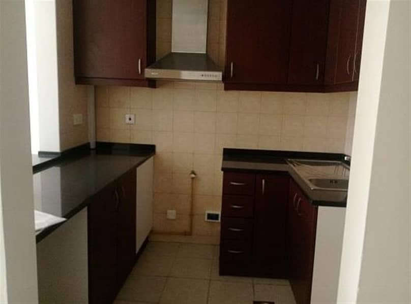 2 CHILLER FREE! 13 MONTHS ! AND MAINTENANCE FREE 6 CHQS ! LARGEST STUDIO