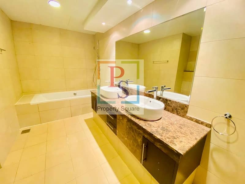14 Live in the Luxurious 5BR Villa with Maidroom+Driver room + Private Pool