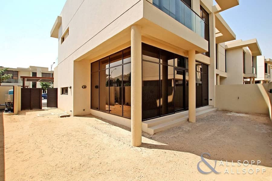 2 Single Row TH-M | 3 Bed | External Maids