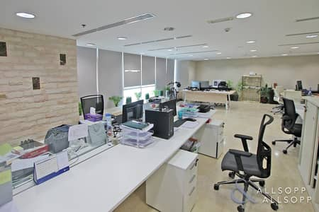 Office for Sale in Jumeirah Lake Towers (JLT), Dubai - Close to Metro | Marina Overview | Ready ROI