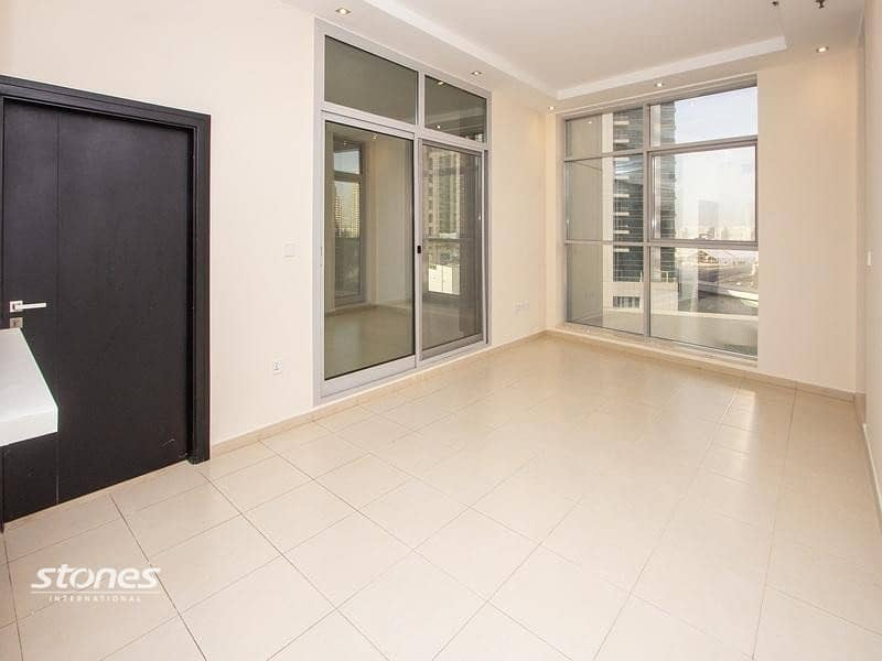 Newly Renovated and Classic Style Apartment