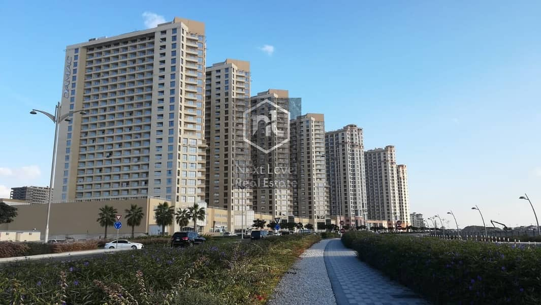 1583 per month studio in lakeside tower B in 1 to 12 cheques with balcony and parking