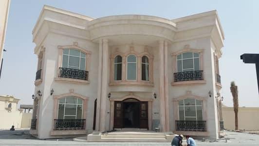 فیلا 4 غرف نوم للايجار في الرحمانية، الشارقة - للإيجار فيلا بالرحمانية مساحة واسعة على الشارع العام بسعر جيد
