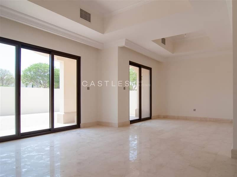 Family Home - 5 bed+maids in Aseel