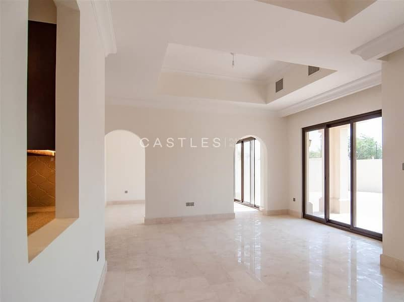 2 Family Home - 5 bed+maids in Aseel
