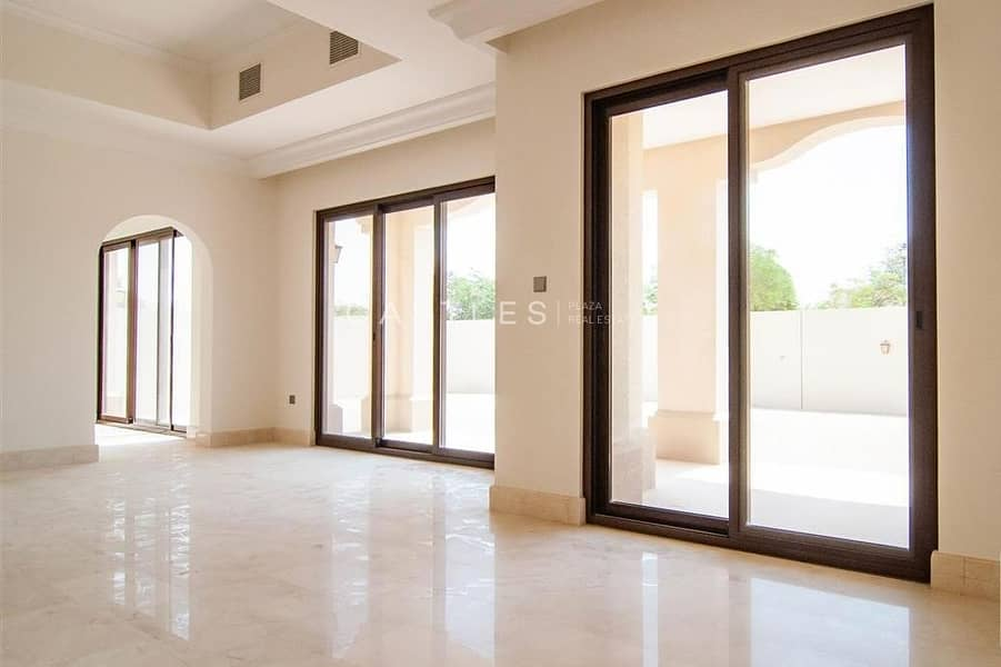 24 Family Home - 5 bed+maids in Aseel