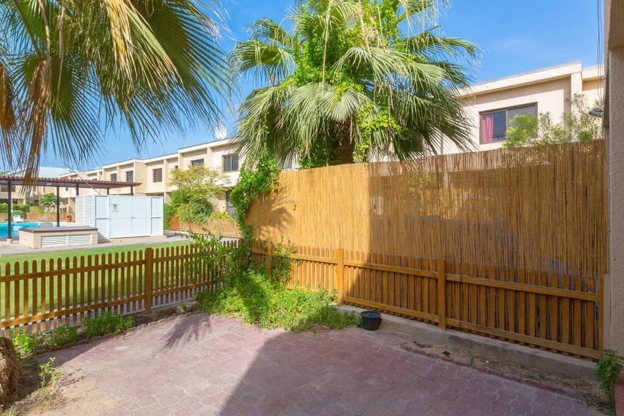 27 3 Beds townhouse In Prime location