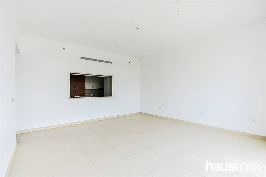 Bright Unit | Cheques Negotiable | Large Terrace