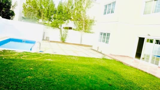 Spacious 6 Bedroom plus maid independent villa with pvt pool and garden in Jumeirah 1
