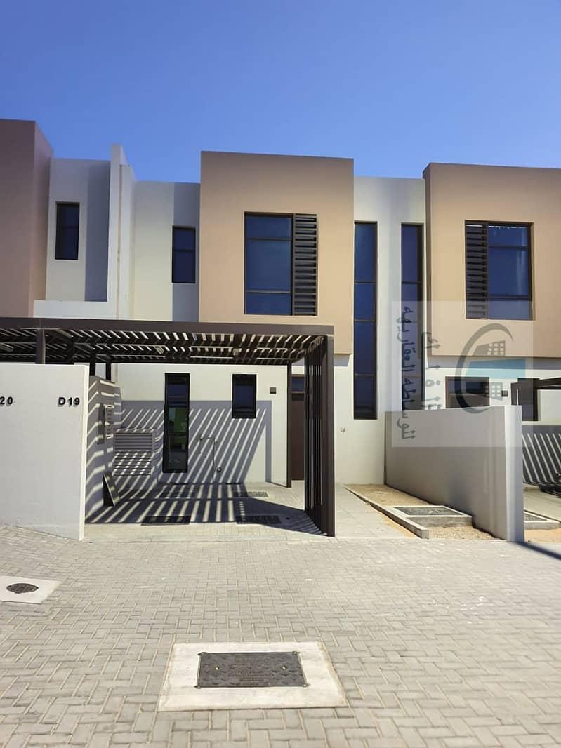 تاون هاوس جديد من غرفتي نوم جاهز للسكن في نسمة ريزيدنس   أفضل موقع في 990.000