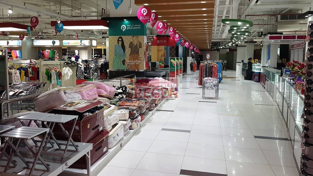 10 Huge retail space in high-traffic location  for Rent