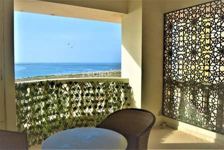 استوديو  للبيع في قرية الحمراء، رأس الخيمة - Luxury Finishing - Unique Sea-View Studio
