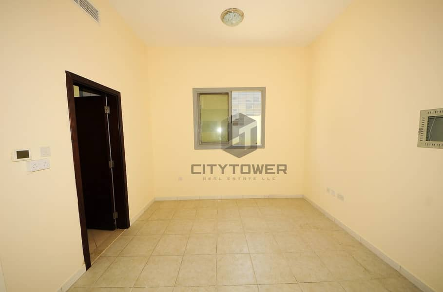 2 Decent Studio Near Fahidi Metro  With Close  Kitchen