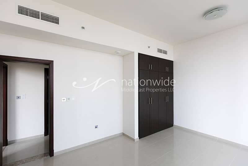 2 Live In This Spacious Apartment with Balcony