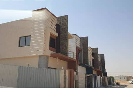 4 Bedroom Villa for Sale in Al Helio, Ajman - For sale villa in the emirate of Ajman Super Deluxe villa with excellent price and a very large area in Al Helio 1 near Sheikh Mohammed bin Zayed Street with freehold for all nationalities