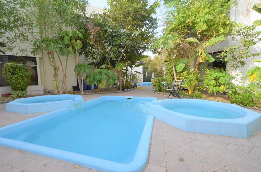 2 Well Maintained Villa in a Compound Shared Pool