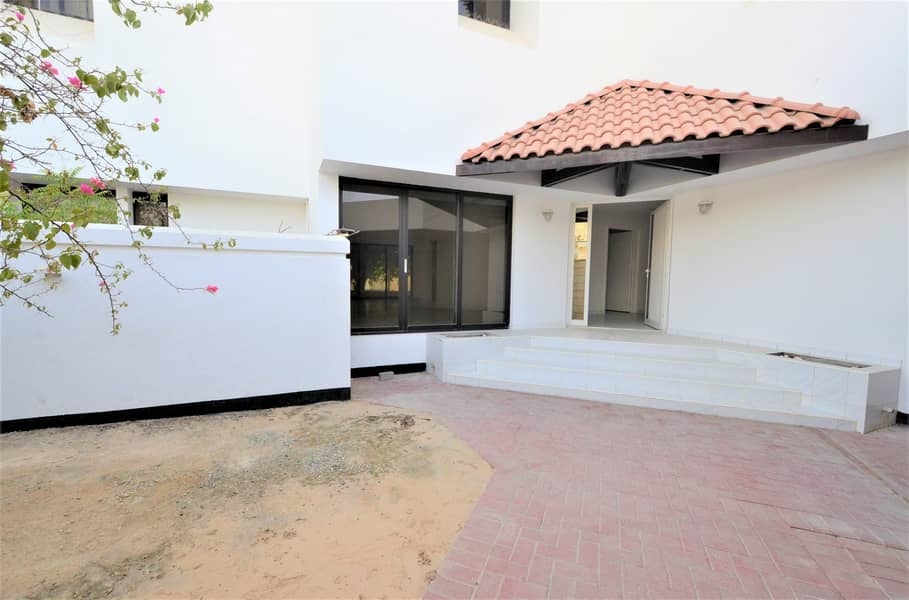 Well Maintained Villa in a Compound Shared Pool