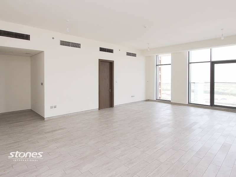 Stylish Apartment   With Maid's Room & Study Area