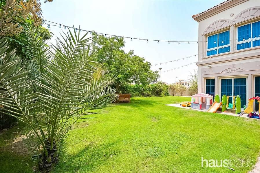 Huge Corner Plot   Immaculate   Landscaped Garden