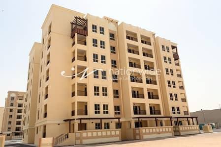 شقة 3 غرف نوم للبيع في بني ياس، أبوظبي - Expansive Home with Balcony and Close to Mall