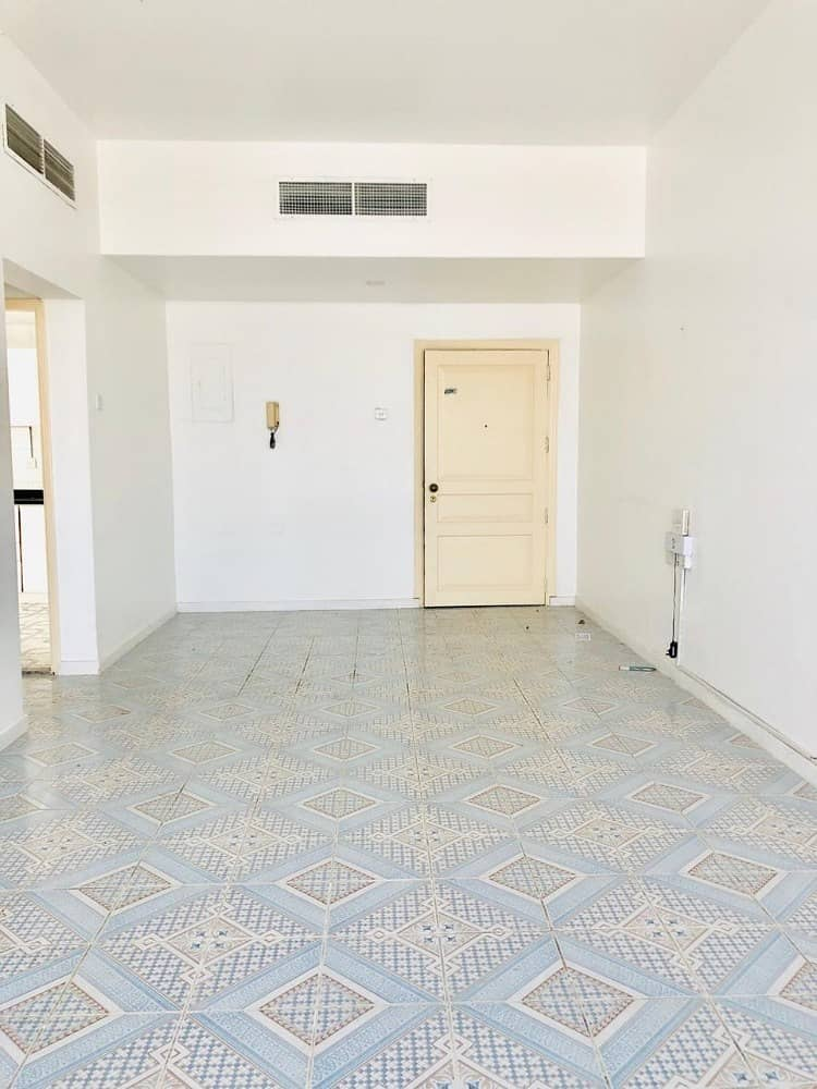 Beautiful Nice Spacious 1 Bedroom Apartment with Balcony in Airport Road