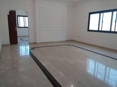 شقة 4 غرف نوم للايجار في شارع المطار، أبوظبي - Tower Building Spacious Bright 4 Bedrooms + Maids Room available in Airport Road.
