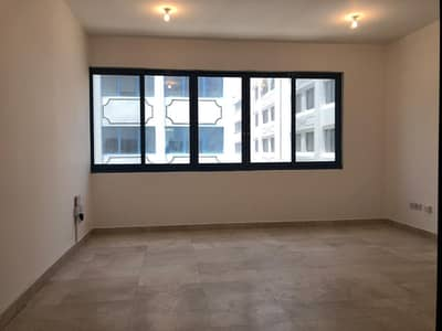Spacious: 2 Bedrooms 2 Full Bathrooms Spacious Living Hall Located At Delma St in 60k