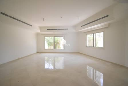 5 Bedroom Townhouse for Rent in Jumeirah Village Circle (JVC), Dubai - Spacious 5 Bed + Maids | G+1  Glittering |Park views