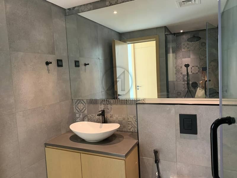 20 Ultra Luxury 4 Bedrooms Townhouse For Sale