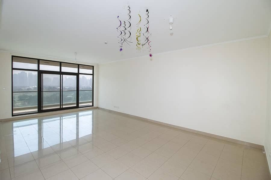 2 Golf Course View - Maintained & Bright Apartment