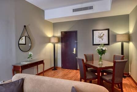 شقة 1 غرفة نوم للايجار في بر دبي، دبي - Living Room