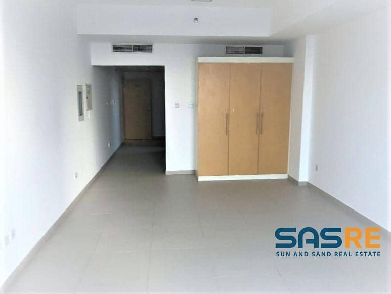 Spacious Studio in the Best maintained Bldg. in DSO