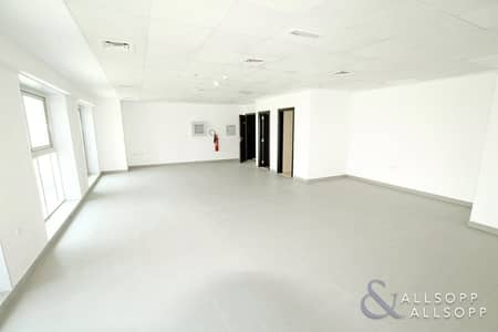 Office for Sale in Jumeirah Lake Towers (JLT), Dubai - Brand New Office | Fully Fitted | Balcony
