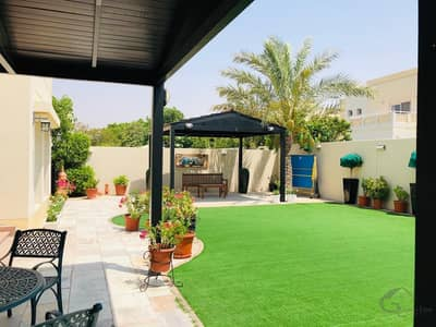 5 Bedroom Villa for Sale in The Meadows, Dubai - Amazing Type 7 Layout I Backing the Lake and Community Center