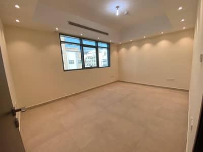 فلیٹ 2 غرفة نوم للايجار في الوحدة، أبوظبي - غرفتين وصالة بحمامين بسعر ممتاز ببناية جديدة وبركن