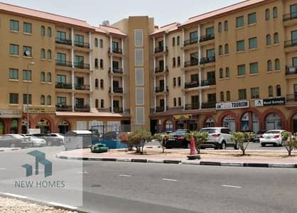 محل تجاري  للايجار في المدينة العالمية، دبي - محل تجاري في الحي الإسباني المدينة العالمية 25000 درهم - 4713375