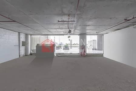 محل تجاري  للايجار في قرية جميرا الدائرية، دبي - Cheapest Price Prime Location Shall & Core shop