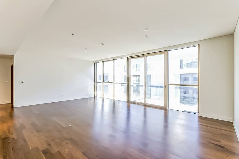 2 Spacious 1 Bedroom Apartment with Pool View
